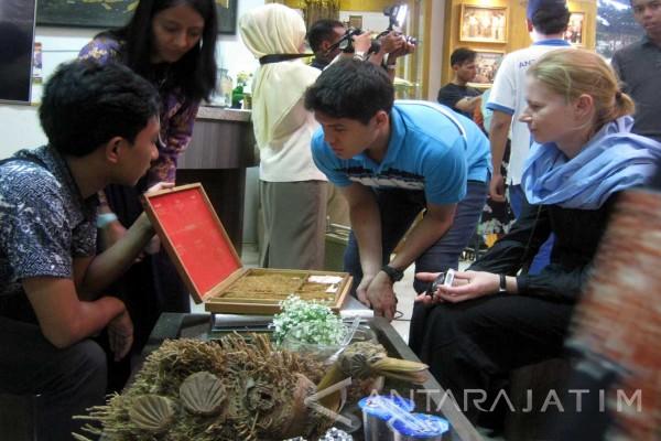Mahasiswa Lima Negara Kunjungi Museum Tembakau Jember Antara Kab