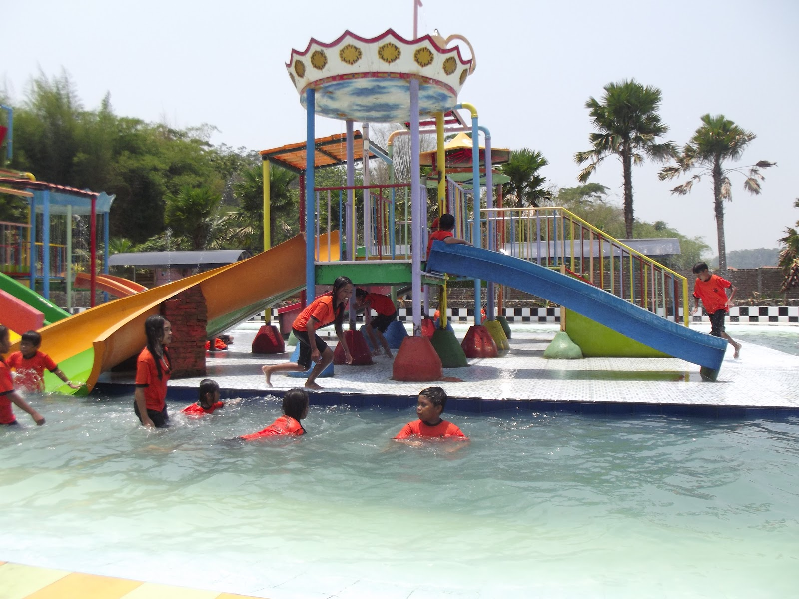 Profile Tiara Jember Park Menikmati Fasilitas Lain Wahana Bianglala Perahu