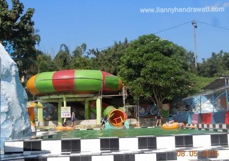 Renang Waterboom Tiara Jember Park Lianny Hendrawati Food Nongai Kab
