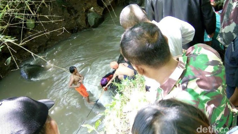Susur Sungai Relawan Bpbd Jember Hilang Terbawa Arus Latihan Nongai