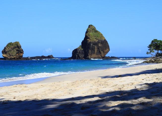5 Pantai Cantik Melengkapi Liburanmu Jember Yuk Piknik Papuma 1