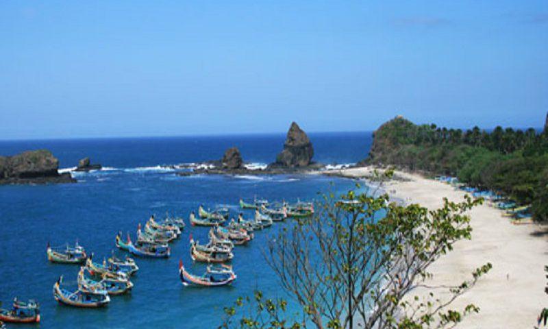 Objek Wisata Pantai Papuma Jember Kab