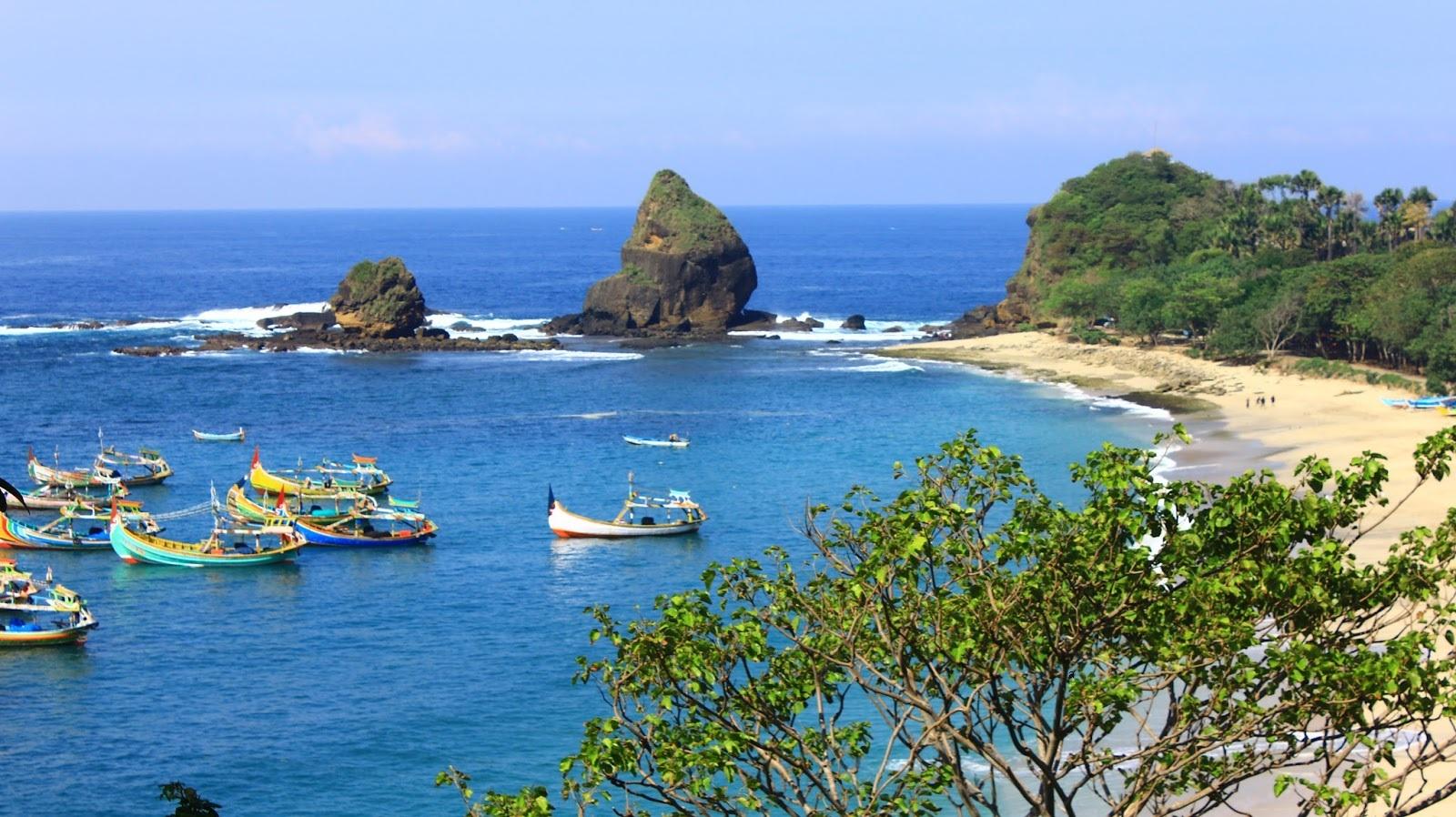 Pantai Papuma Jember Penuh Kejutan Alam Indah Aneka Wisata Seru