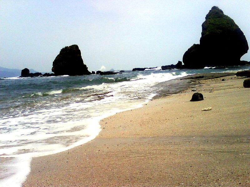 Pantai Papuma Liburan Keluarga Kab Jember