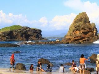 5 Pantai Cantik Melengkapi Liburanmu Jember Yuk Piknik Membicarakan Tentang