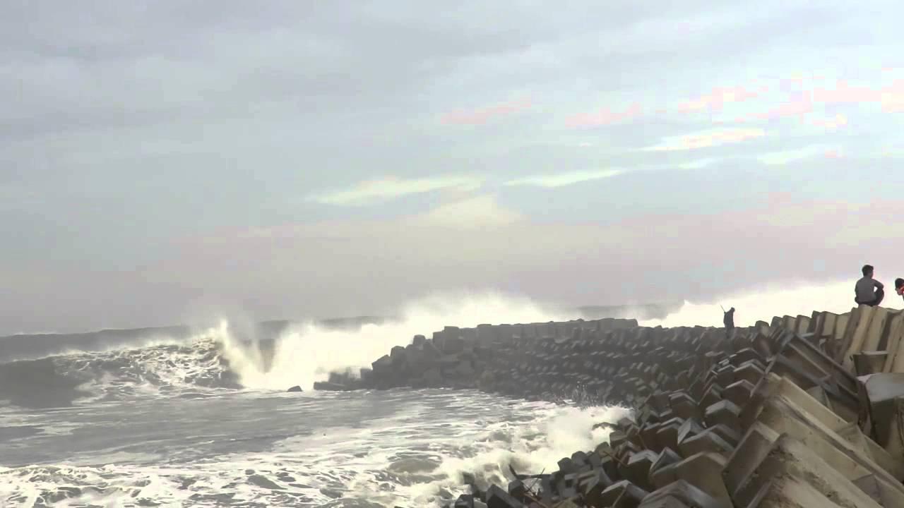 Dahsyatnya Ombak Pantai Pancer Puger Youtube Kab Jember