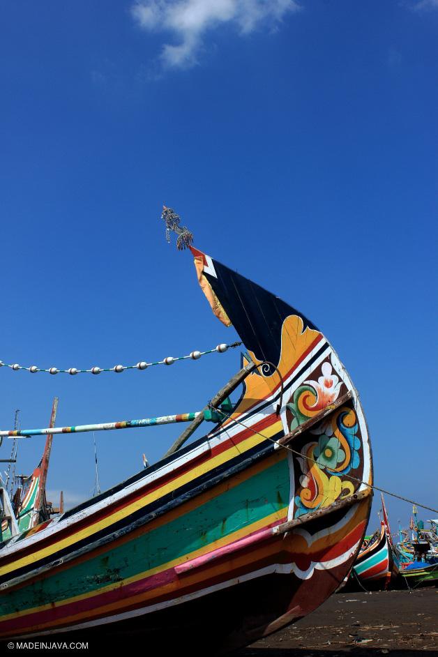 Foto Perahu Nelayan Pantai Puger Jember Ragam Hias Dipengaruhi Gaya