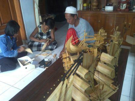 Majalah Gempur Mantan Napi Bangkit Sebagai Pengrajin Kapal Kapalan Gang