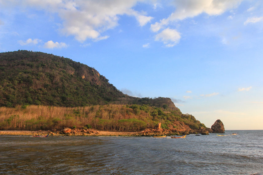 Pantai Puger Sisi Lain Jember Indonesiakaya Dikenal Memiliki Kekayaan Hasil