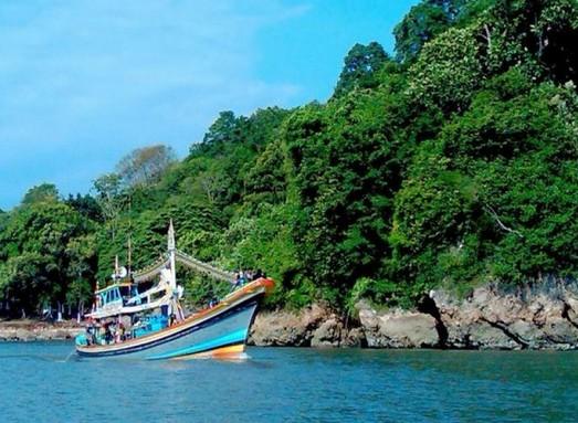 Pesona Keindahan Wisata Pantai Kucur Puger Jember Daftar Tempat Kab