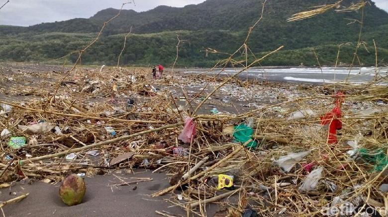 Wisata Pantai Pancer Jember Dipenuhi Sampah Puger Kab
