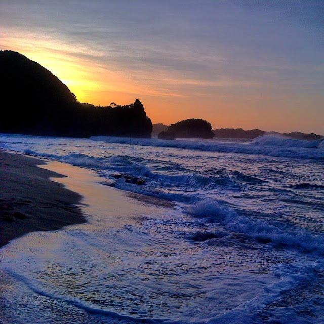 Daftar Pantai Indah Jember Membuat Matamu Seger Foto Sunset Watu