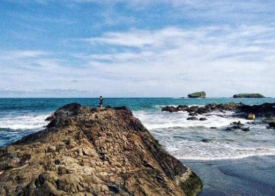 Eksotika Pantai Watu Ulo Jember Lokasi Berada Desa Sumberejo Kecamatan