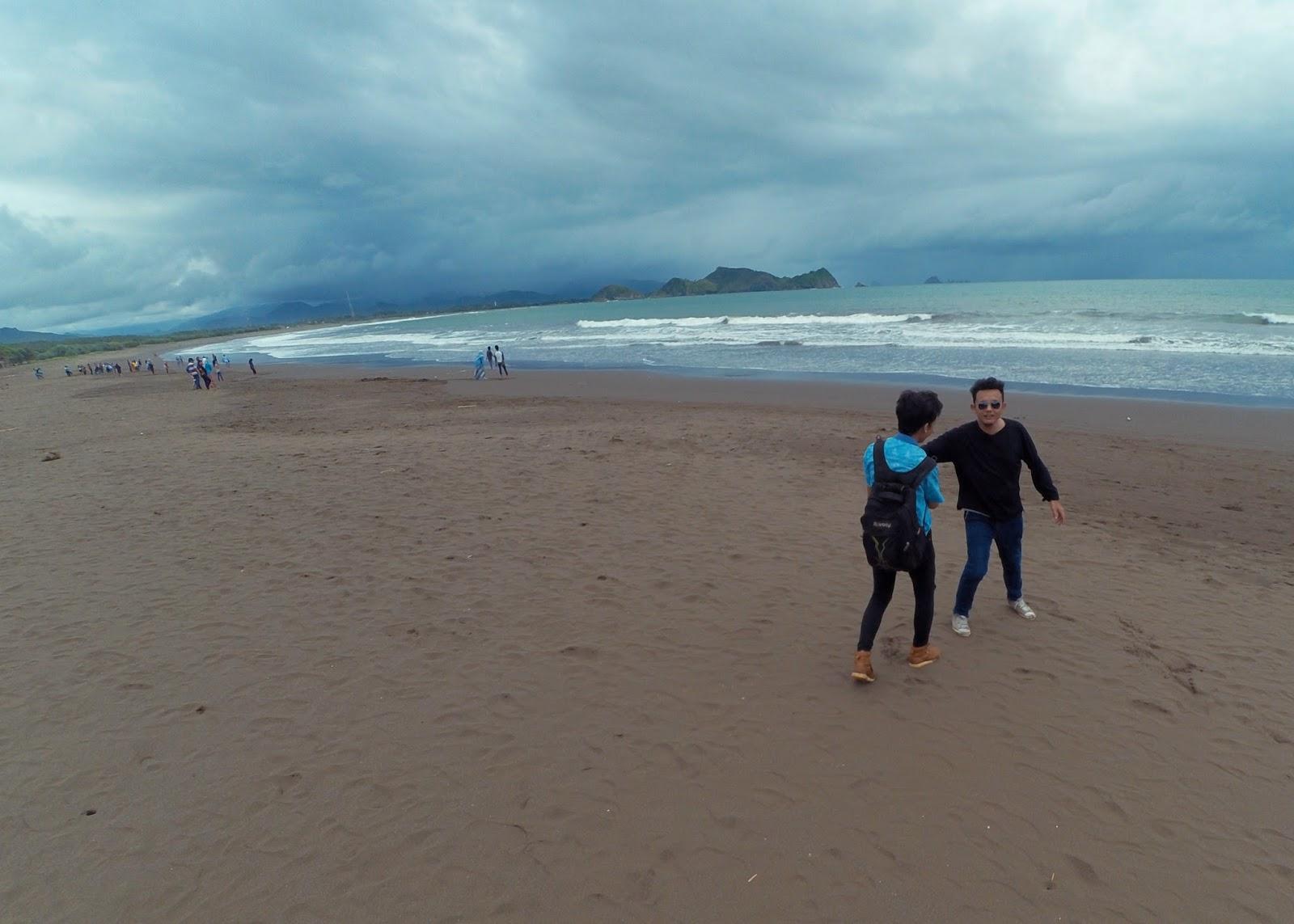 Menikmati Debur Ombak Mitos Mistis Pantai Watu Ulo Objek Wisata