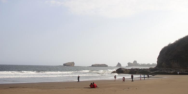 Pantai Bandealit Watu Ulo Payangan Obyek Wisata Alternatif Salah Satu