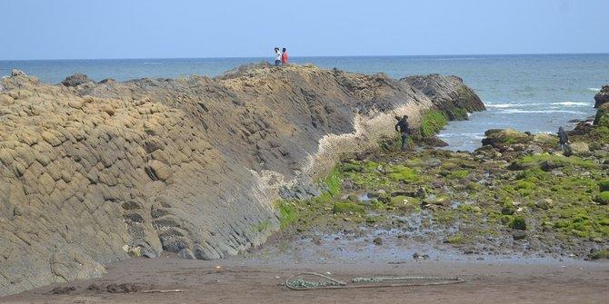 Pantai Watu Ulo Jember 2 Legenda Batu Indonesia Miliki Bentuk