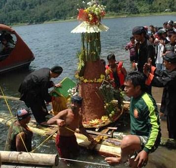 Pantai Watu Ulo Jember Asal Usul Lokasi Bersisik Eksotis Kab