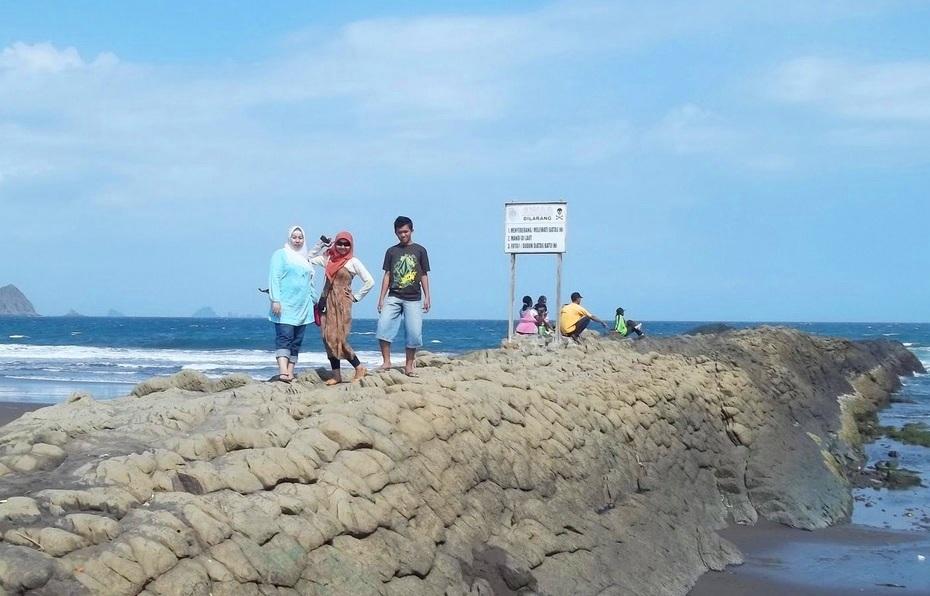 Pantai Watu Ulo Tempat Wisata Populer Jawa Timur Islam Jember