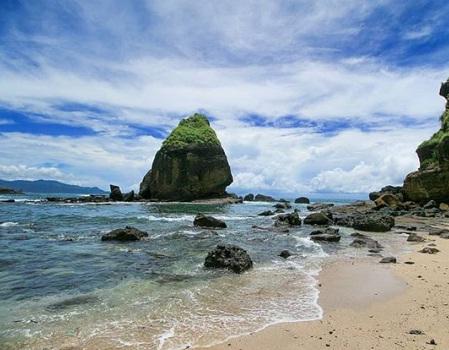Wisata Jember Terpopuler Seru Dikunjungi Pantai Watu Ulo Papuma Kab