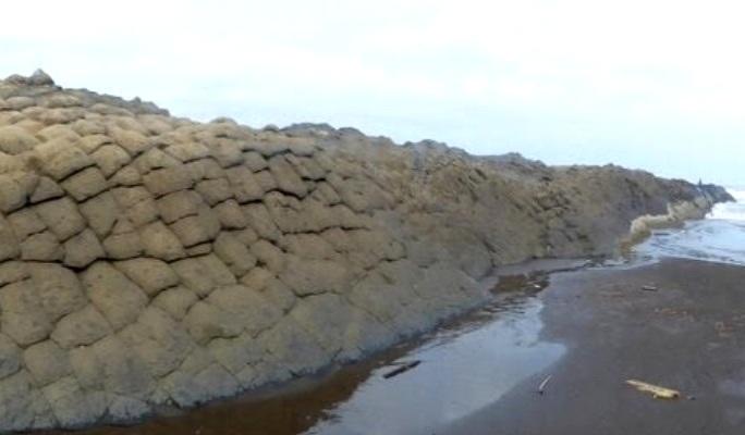 Wisata Watu Ulo Tempat Liburan Hits Jember Tribun Batu Ular