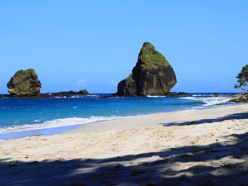 12 Obyek Wisata Jember Patut Dikunjungi Pantai Papuma Pemandian Patemon