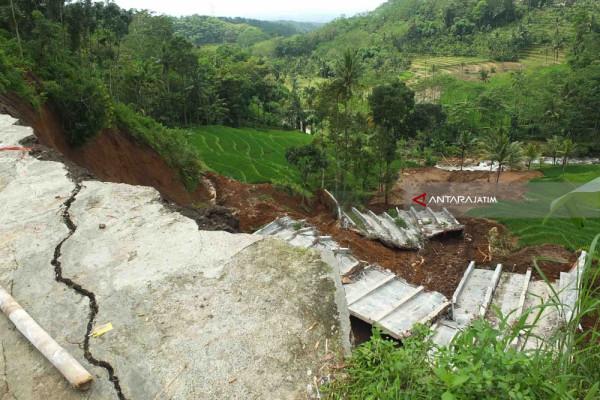 Waspadai Longsor Susulan Jalan Menuju Wisata Rembangan Jember Puncak Kab