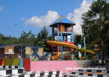 Renang Waterboom Tiara Jember Park Lianny Hendrawati Food Lokasi 70