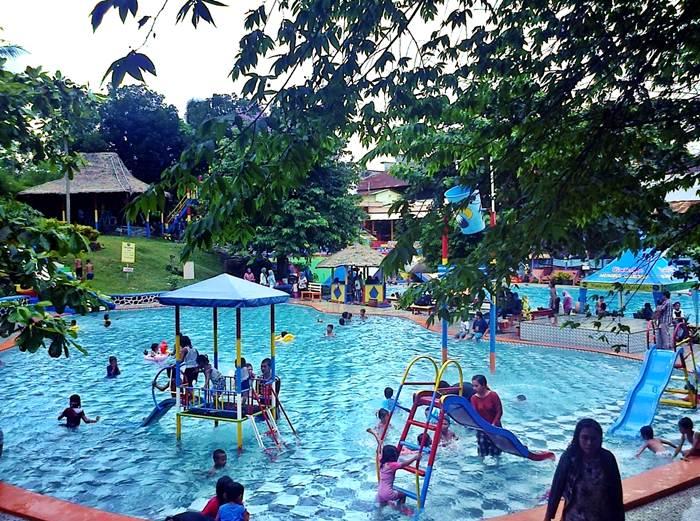 Taman Agro Kolam Renang Mumbul Garden Jember Tempat Wisata Air