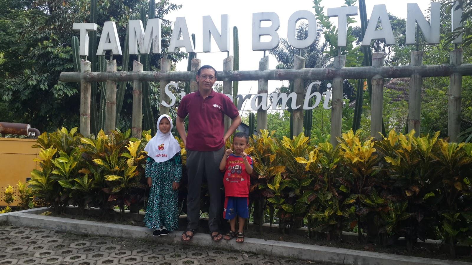 Firdaus Ubaidillah Taman Botani Sukorambi Kabupaten Jember Jawa Timur Bapak