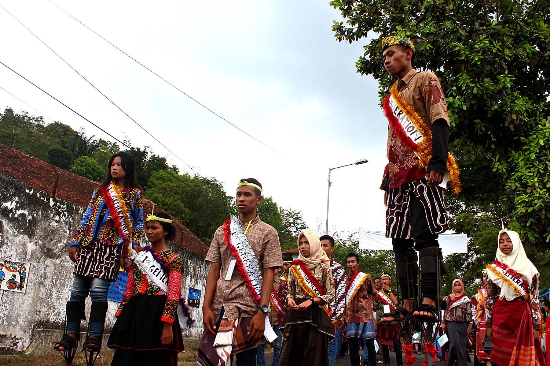 Festival Egrang Tanoker Ledokombo 4 Lokal Karya Kab Jember