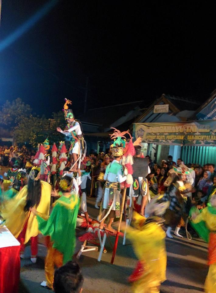 Festival Egrang Tanoker Ledokombo Sarat Pendidikan Karakter Bisnis Jember Menteri