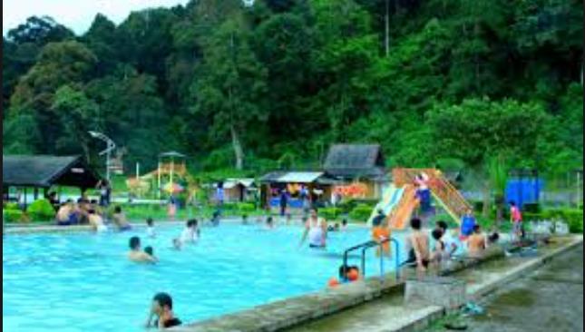 Rekomendasi 13 Tempat Wisata Jember Menarik Pemandian Kebon Agung Waterboom