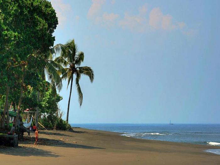 Tempat Menarik Jembrana Bali Wisata Pantai Baluk Rening Taman Nasional
