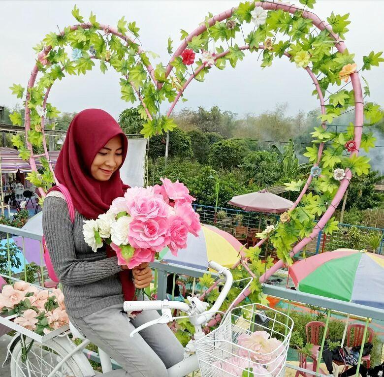 Taman Unik Jombang Spot Foto Tengah Sawah Traveling Yuk Wisata