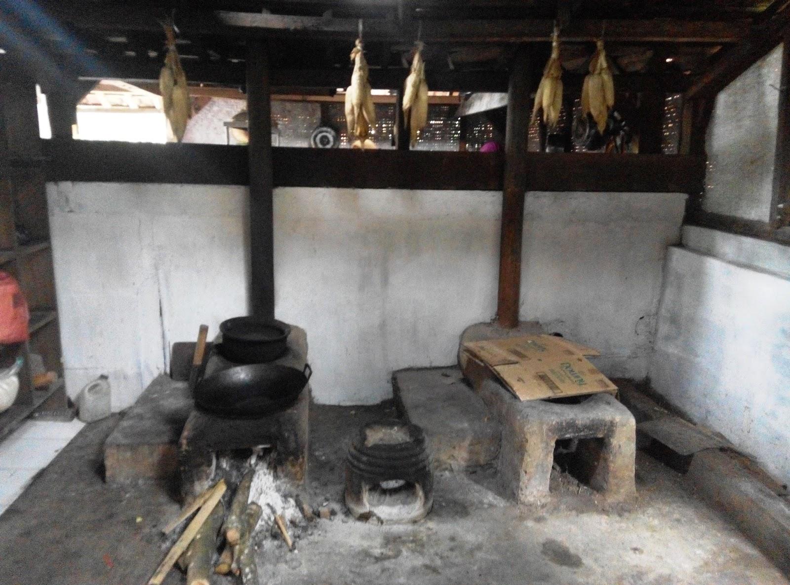 Kampoeng Djawi Tempat Wisata Jawa Wonosalam Semisal Keluarga Kecil Memberi