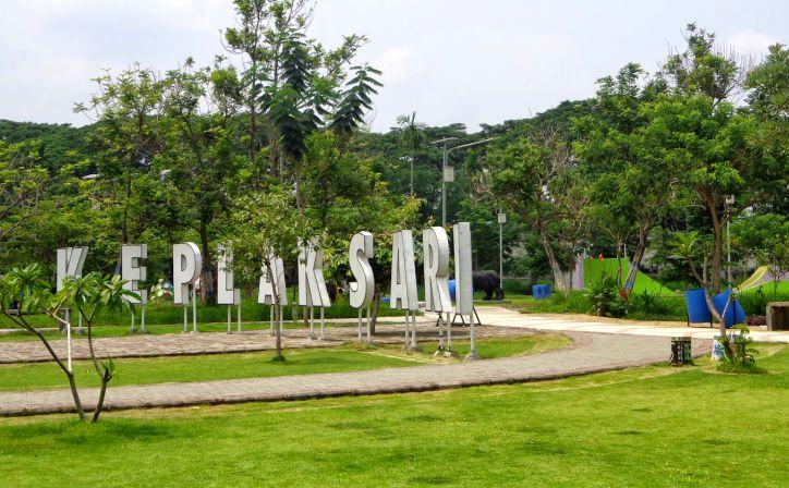 Mari Bermain Main Taman Keplaksari Kota Keren Jombang Front Inn