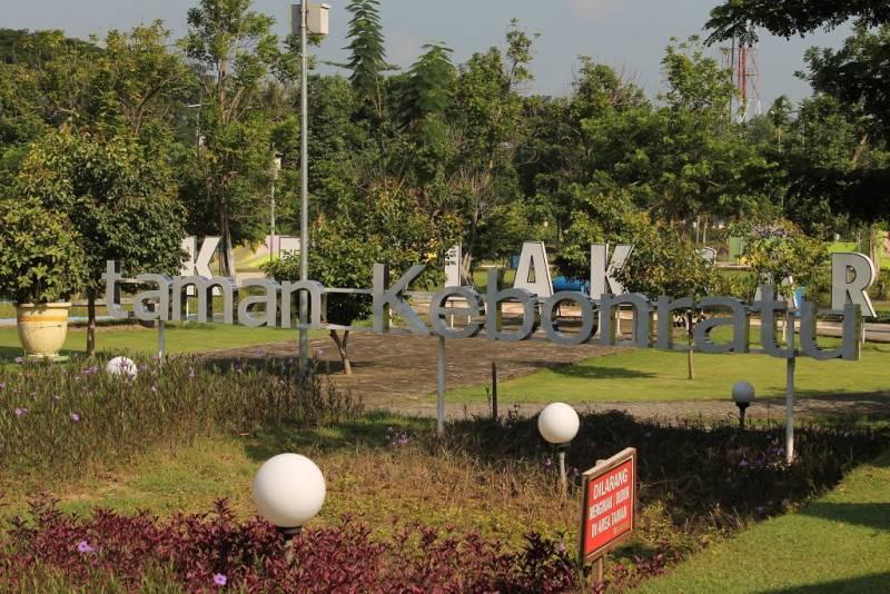Taman Kebon Ratu Jombang Gotravelly Acara Pemilihan Model Jadi Sambil