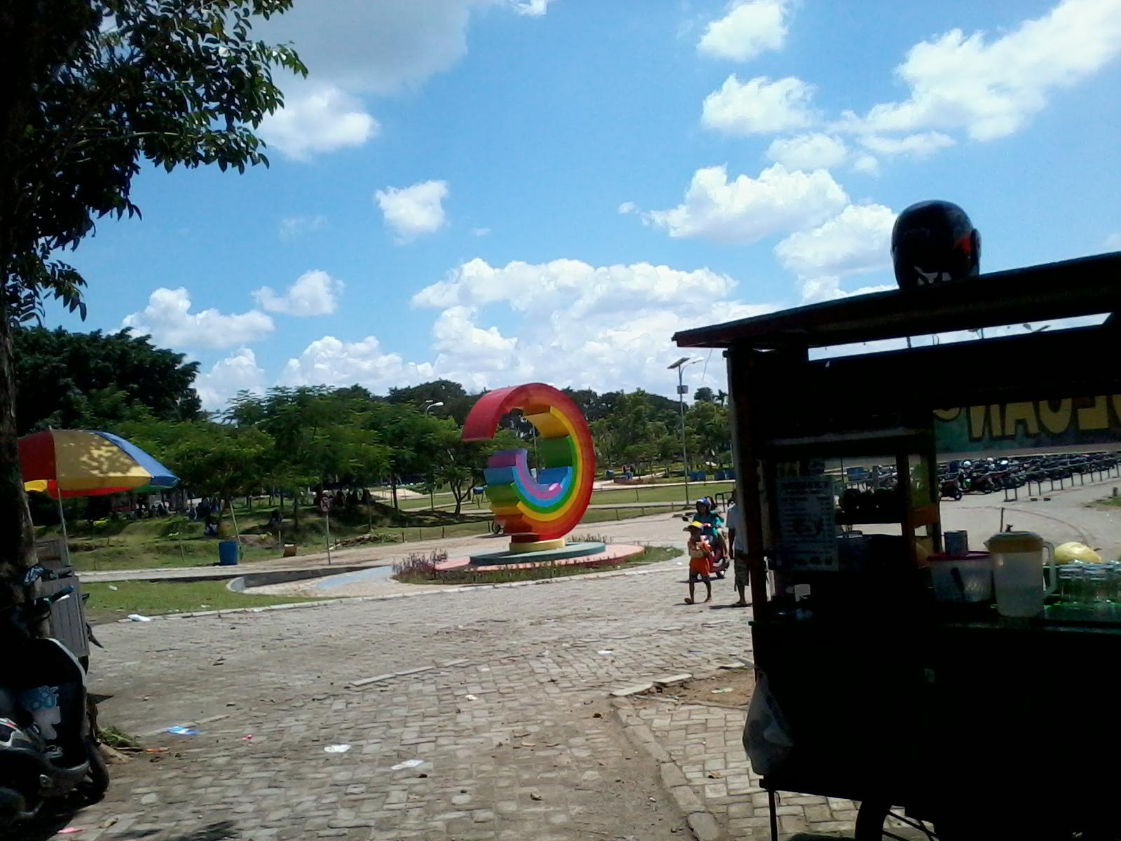 Taman Kebon Ratu Keplak Sari Jombang Pintu Masuk Bangunan Berwarna