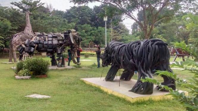 Taman Keplaksari Wisata Murah Ramah Anak Jombang Sportourism Kebon Ratu