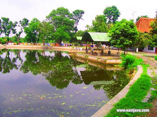 Taman Tirta Wisata Cold Climate Transparent Water Lake Fishing Rod