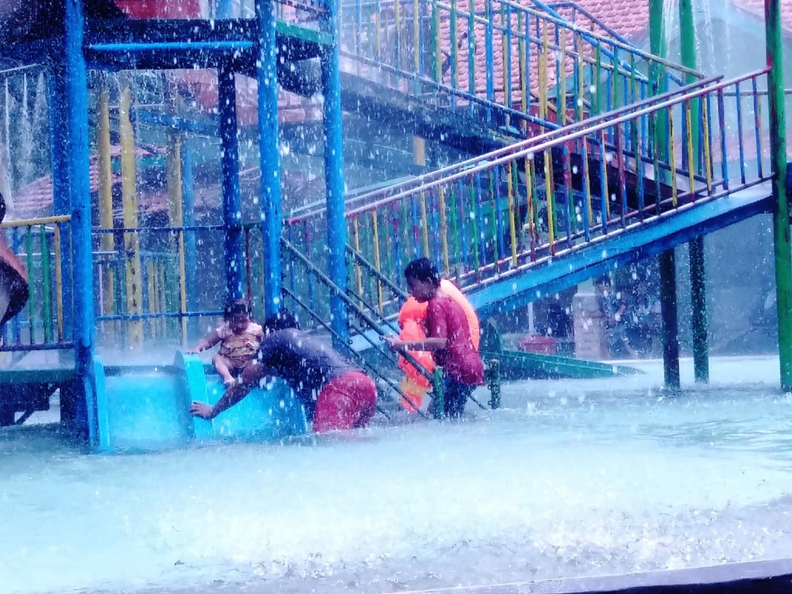 Wisata Keluarga Jombang Wahana Bermain Air Tirtaland Taman Tirta Kita