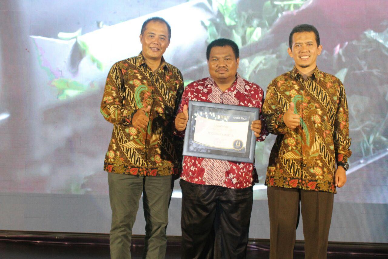 Selamat Kepsek Smp Muh Darul Arqom Raih Penghargaan Pendidikan Zaenal
