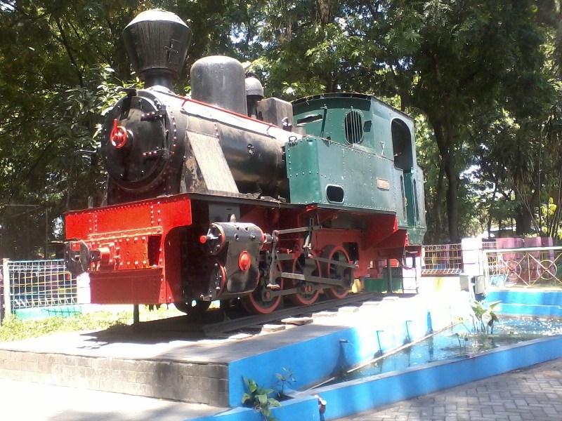 Jalan Agrowisata Sondokoro Tasikmadu Musafir Kehidupan Monumen Lokomotif Sepur Lori