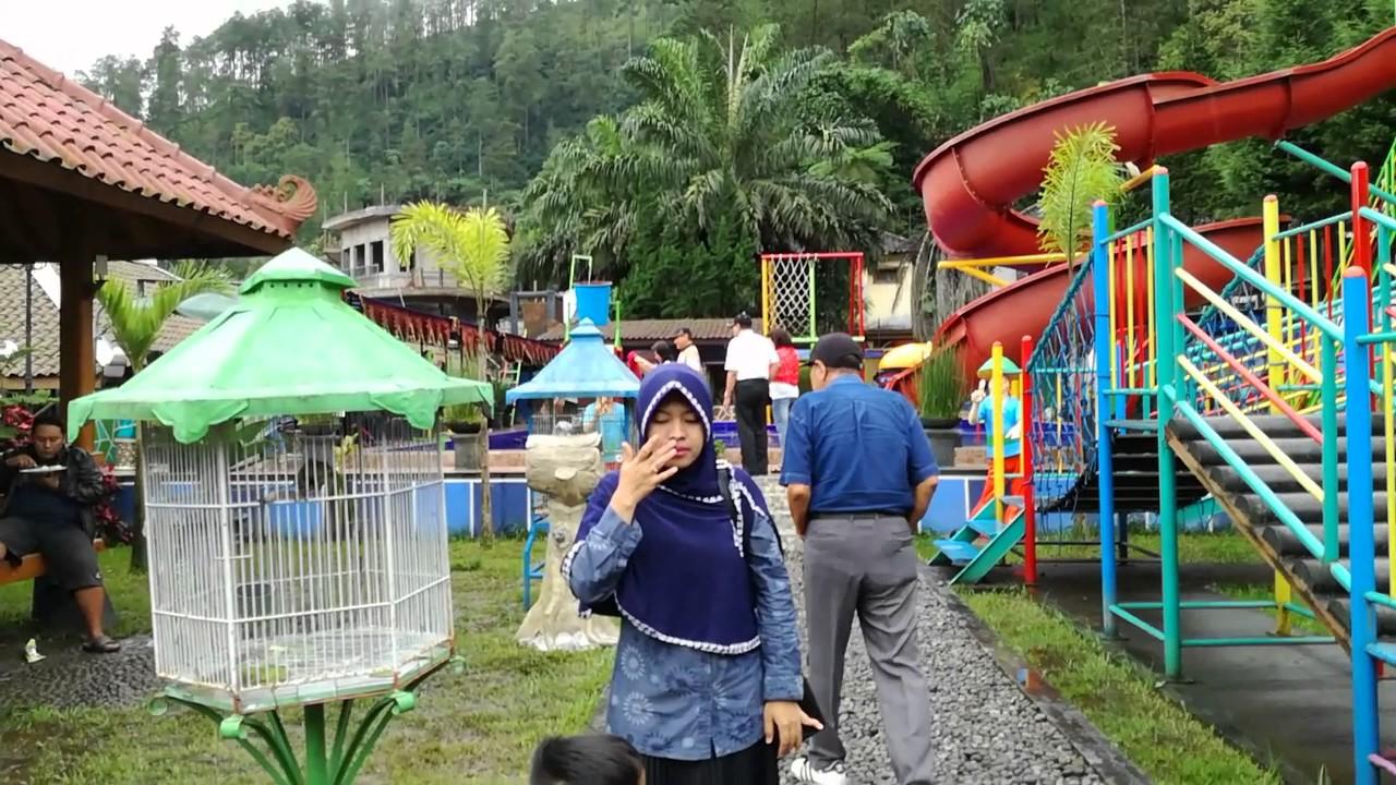 Jalan Kampung Halloween Bukit Sekipan Tawang Mangu Jawatengah Kab Karanganyar