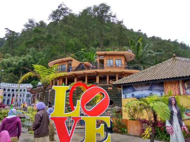 Obyek Wisata Bukit Sekipan Kalisoro Tawangmangu Sedangkan Harga Tiket Masuk