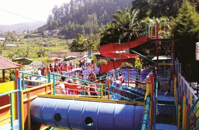 Pesona Wisata Bukit Sekipan Tawangmangu Jawa Tengah Estutrans Water Boom