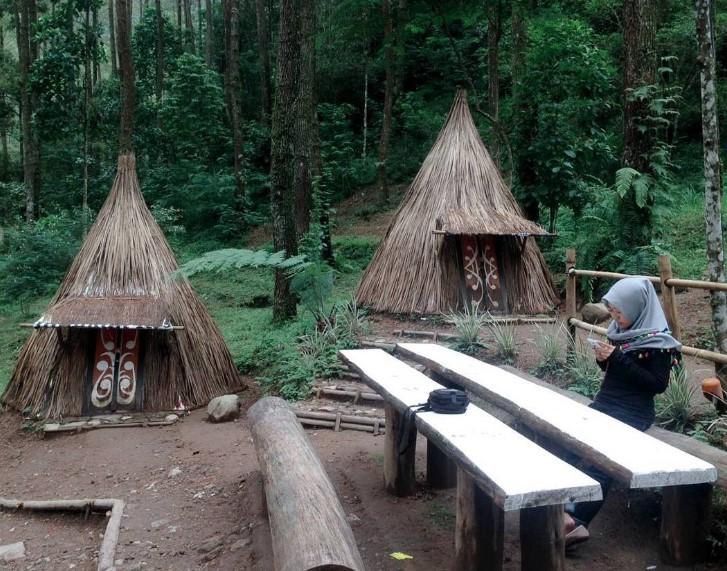 Wana Wisata Bukit Sekipan Karanganyar Jateng Informasi Tempat Rumah Adat