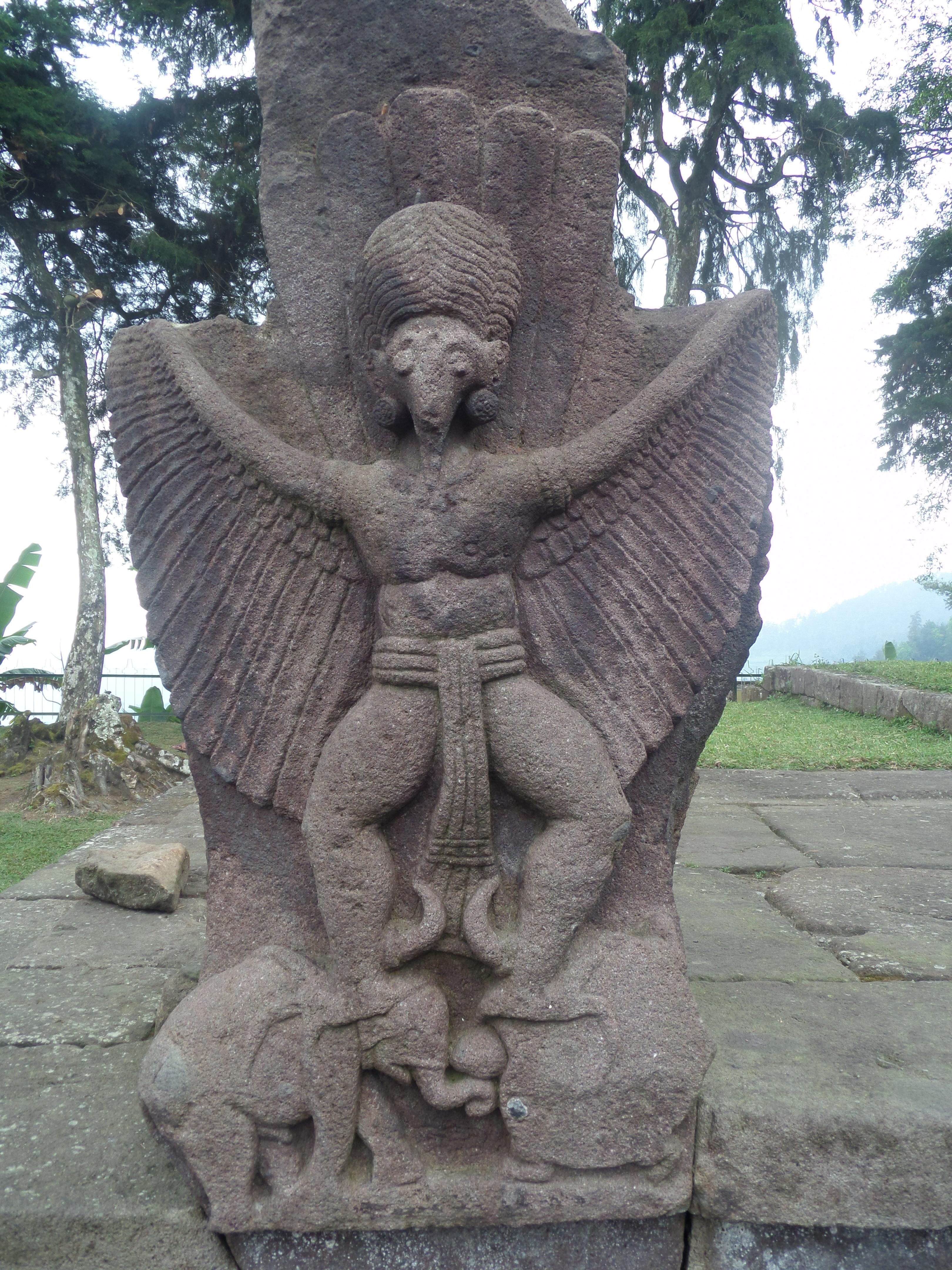 3 Candi Karanganyar Patung Garuda Sukuh Ceto Kab