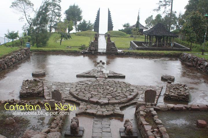 Jalan Candi Cetho Karanganyar Catatan Nobi Ornament Batu Berbentuk Kura