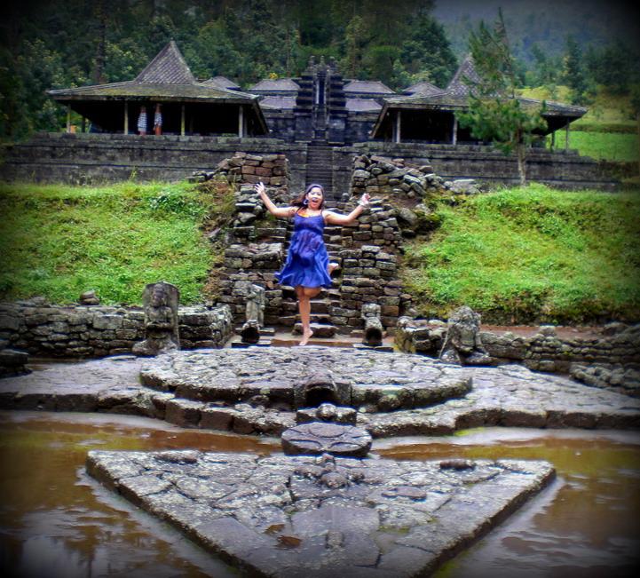Perjalanan Tak Berujung Mistis Gerimis Candi Cetho Masuk Gerbang Nanti